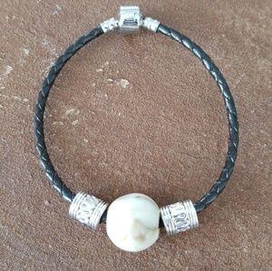 Jewelry - 🎄🎁 Black Leather & White Howlite Beaded Bracelet